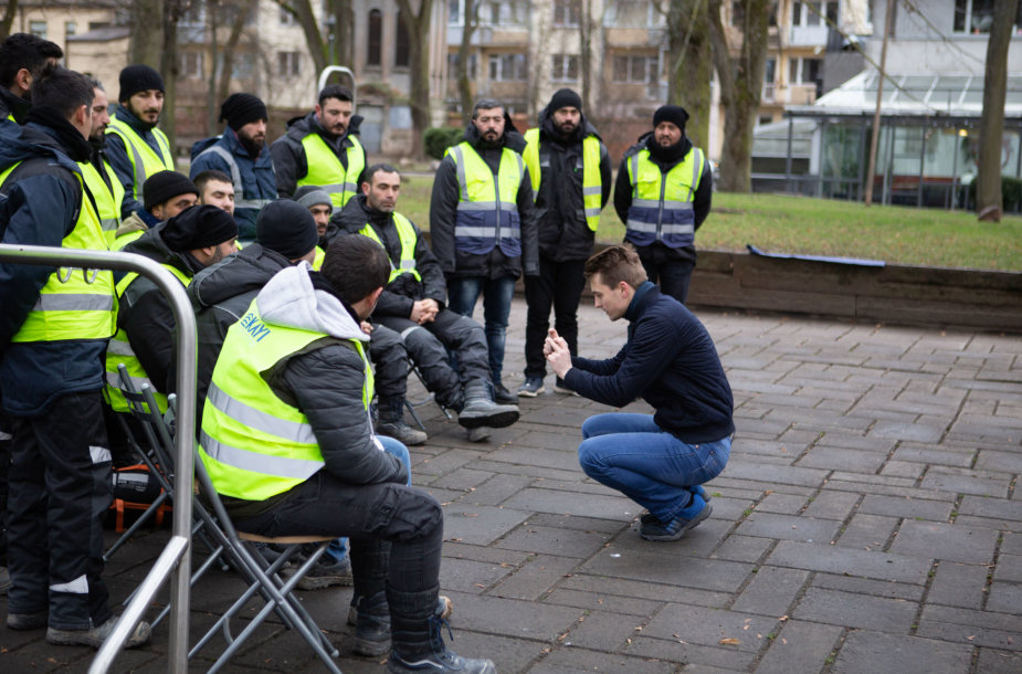 Darbuotojai iš Turkijos skelbia bado streiką