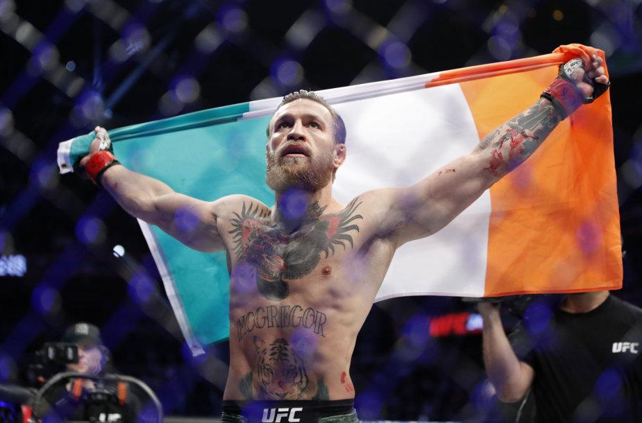 Conoras McGregoras įveikė Donaldą Cerrone'ą per UFC kovą Las Vegase.