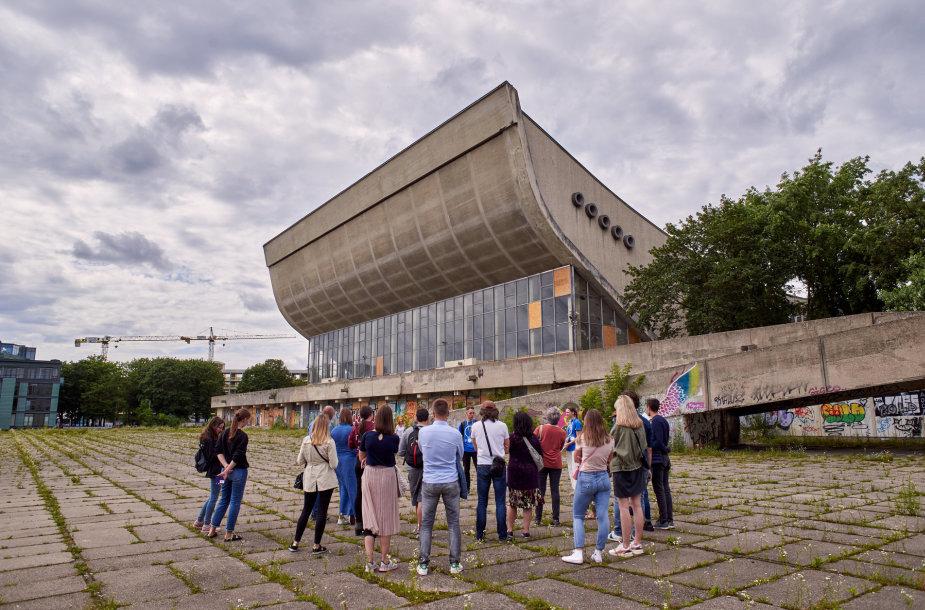 Prie Vilniaus koncertų ir sporto rūmų