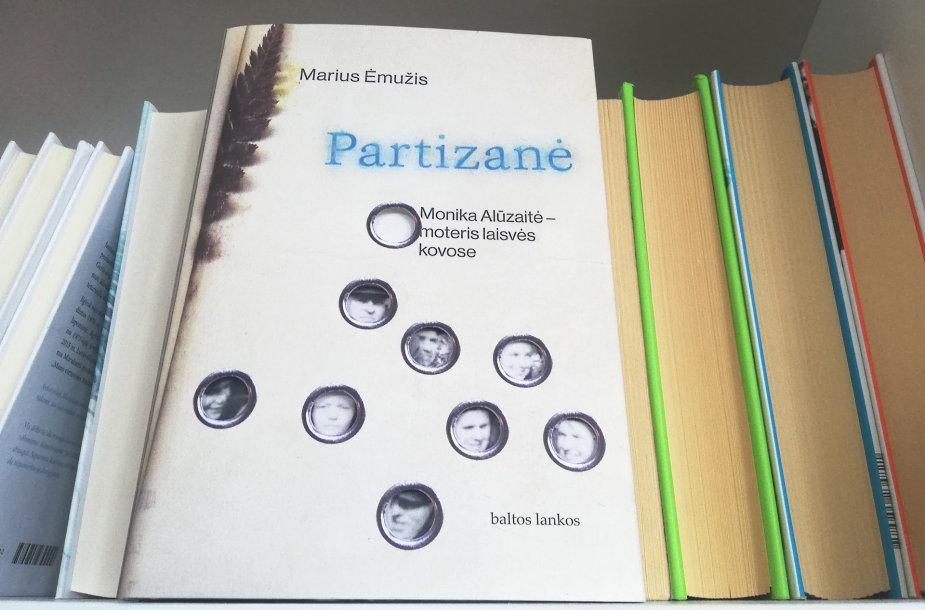 """Mariaus Ėmužio knyga """"Partizanė. Monika Alūzaitė – moteris laisvės kovose"""""""