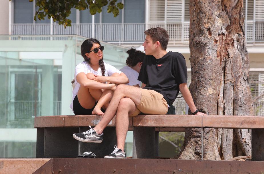 Izraelyje žmonės be kaukių galės būti ne tik lauke, bet ir viduje