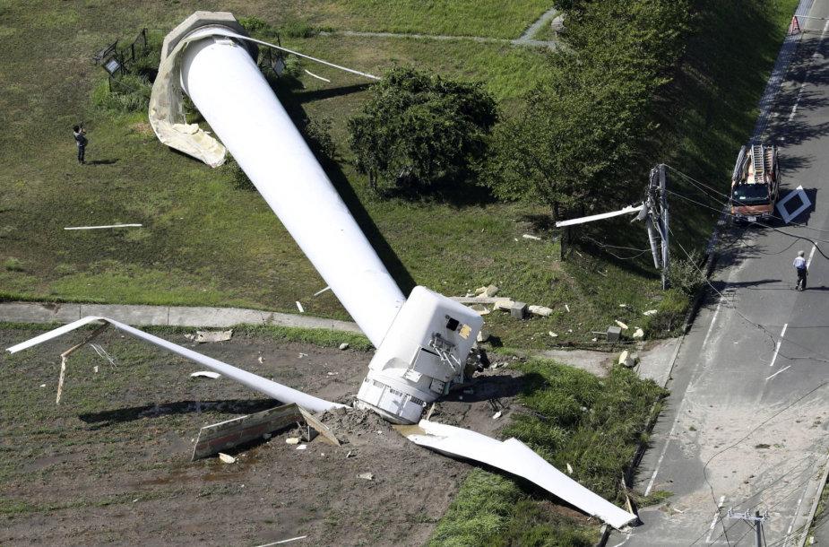 Japoniją pasiekęs smarkus taifūnas Cimaron sutrikdė susisiekimą