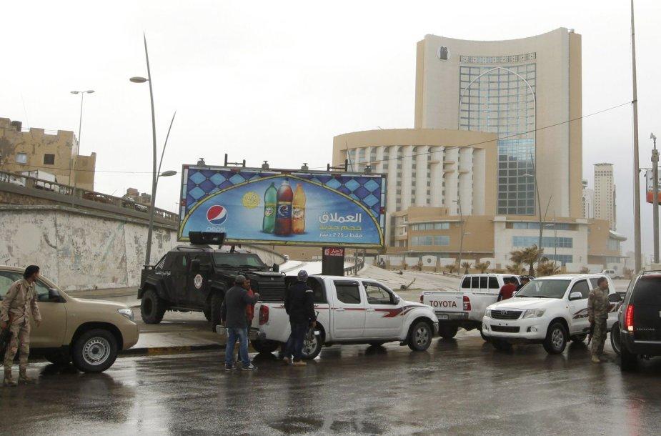 Pareigūnai prie viešbučio Libijoje