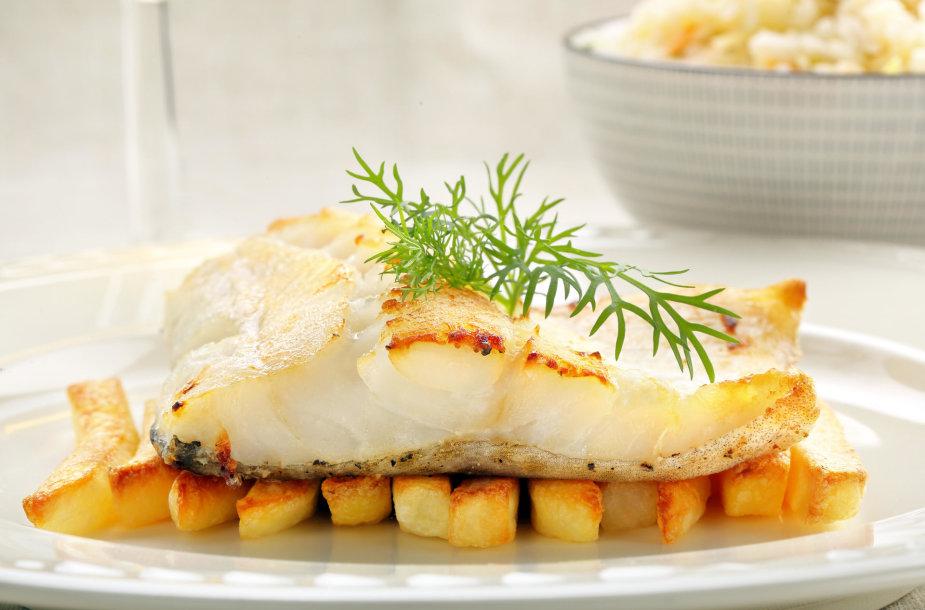 Kepta žuvis su bulvytėmis