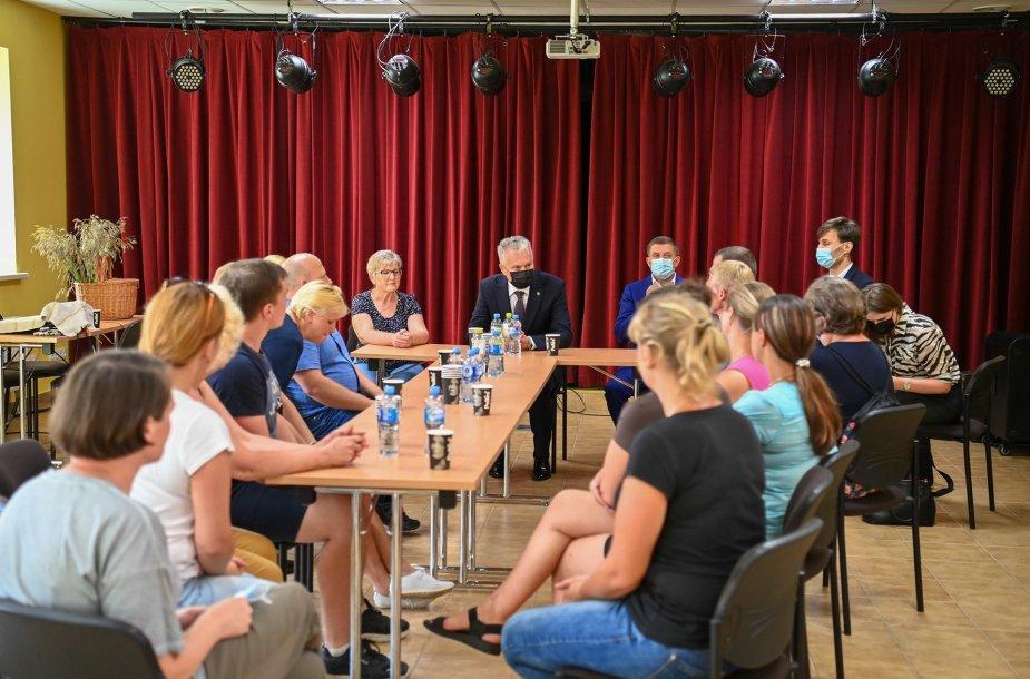 Prezidentas Gitanas Nausėdas susitiko su Dieveniškių bendruomenės atstovais