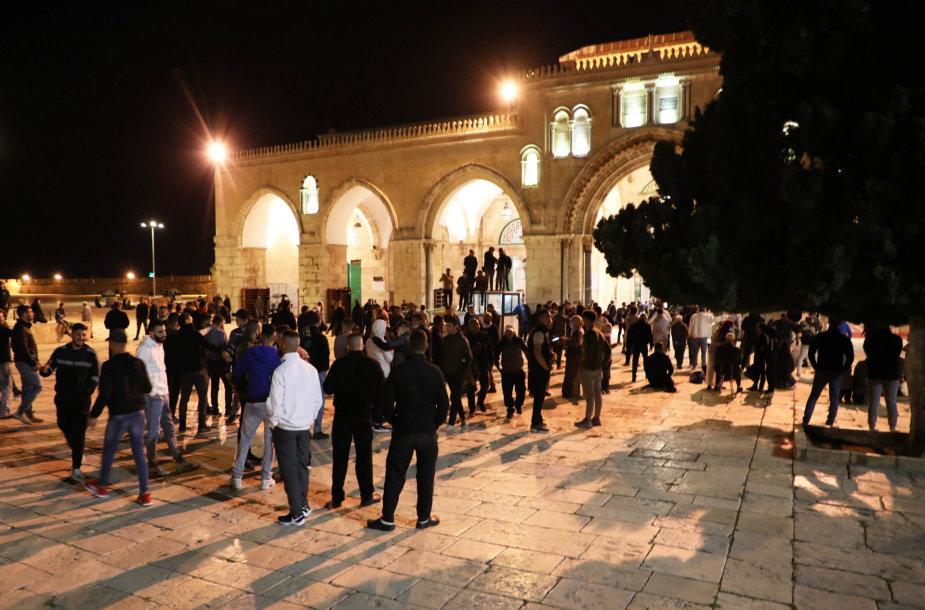 Po dviejų mėnesių pertraukos Jeruzalėje atidaryta Al Aksos mečetė