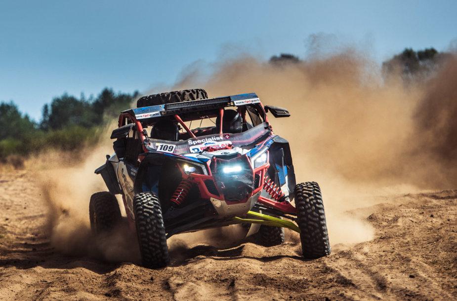 """Motobagių klasė, 2022 m. Dakare dalyvausianti """"Specialist Racing Team"""" komanda – Dalius Olechnavičius ir Aidas Bubinas"""