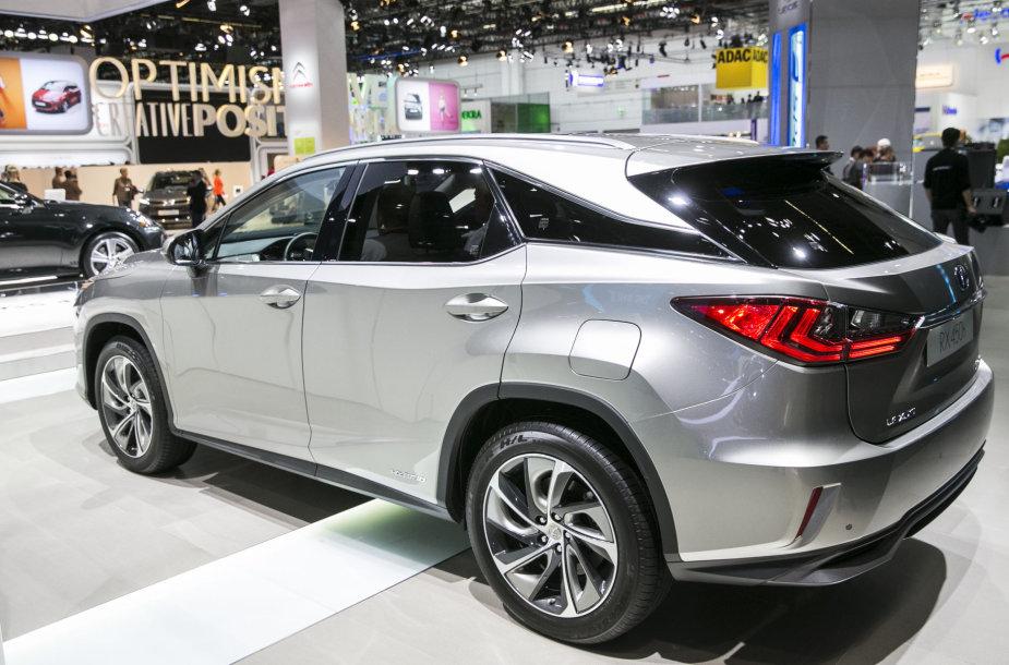 """""""Lexus"""" stendas Frankfurto automobilių parodoje"""