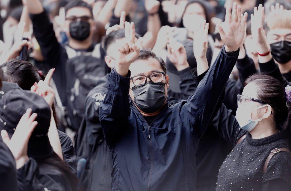Prie Honkongo teismo miniossusirinko palaikyti disidentų