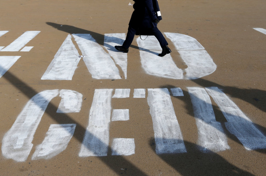 CETA sutarties priešininkai sako, kad ji sukurs pavojingą precedentą.