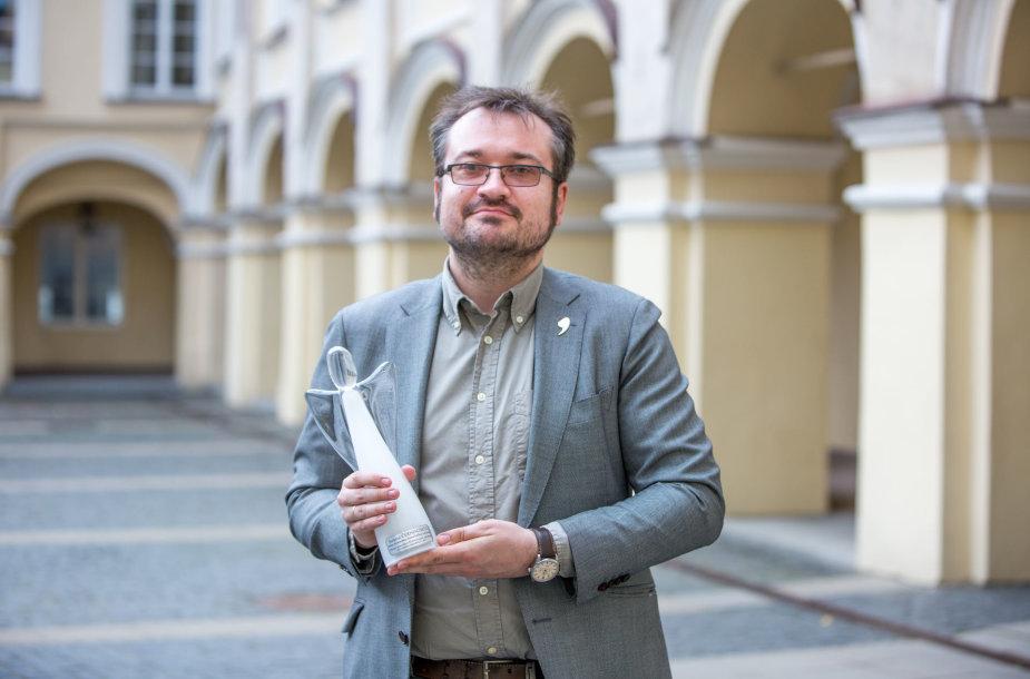 Šarūnas Černiauskas su tiriamosios žurnalistikos apdovanojimu