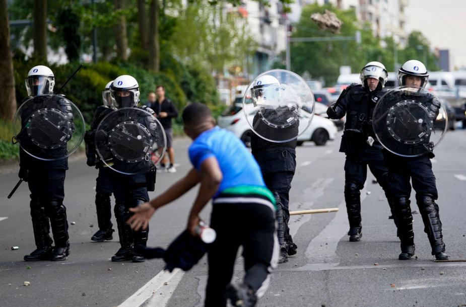 """Briuselyje """"Black Lives Matter"""" manifestacija peraugo į riaušes"""