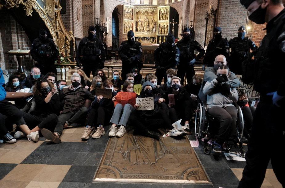 Aktyvistų protestas Poznanės katedroje