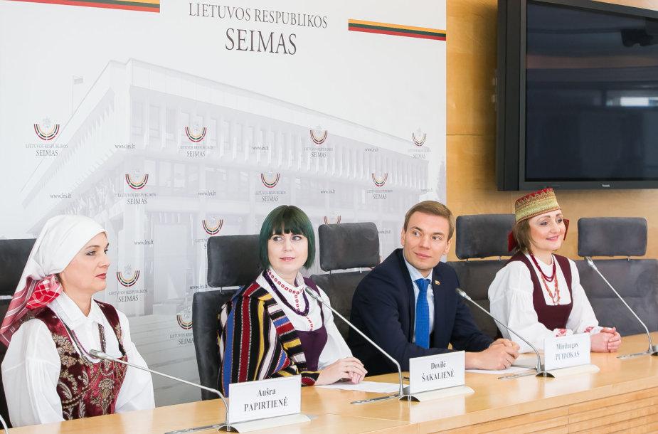 Pristatyti Lietuvos regionų tautiniai kostiumai