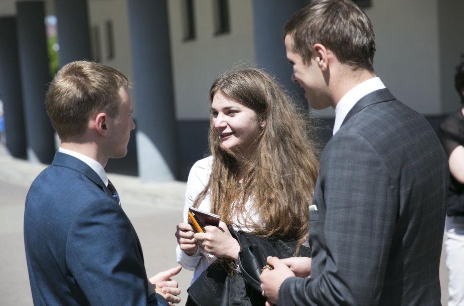 Abiturientai laikė privalomąjį lietuvių kalbos ir literatūros egzaminą