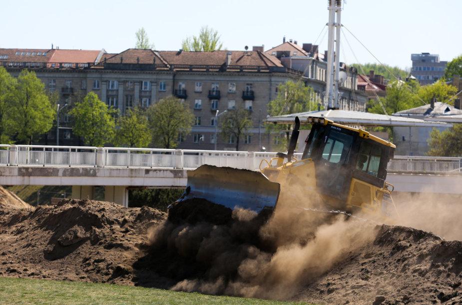 Traktoriai prie Baltojo tilto