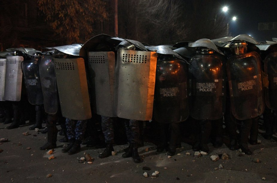 Riaušės Armėnijoje dėl Rusijos kareivio, sušaudžiusio armėnų šeimą, išdavimo 2015 m. sausio 15 d.