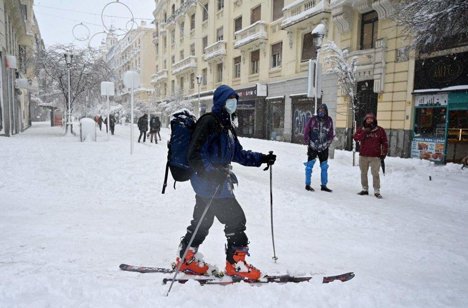 Sniegas Ispanijoje sukėlė chaosą