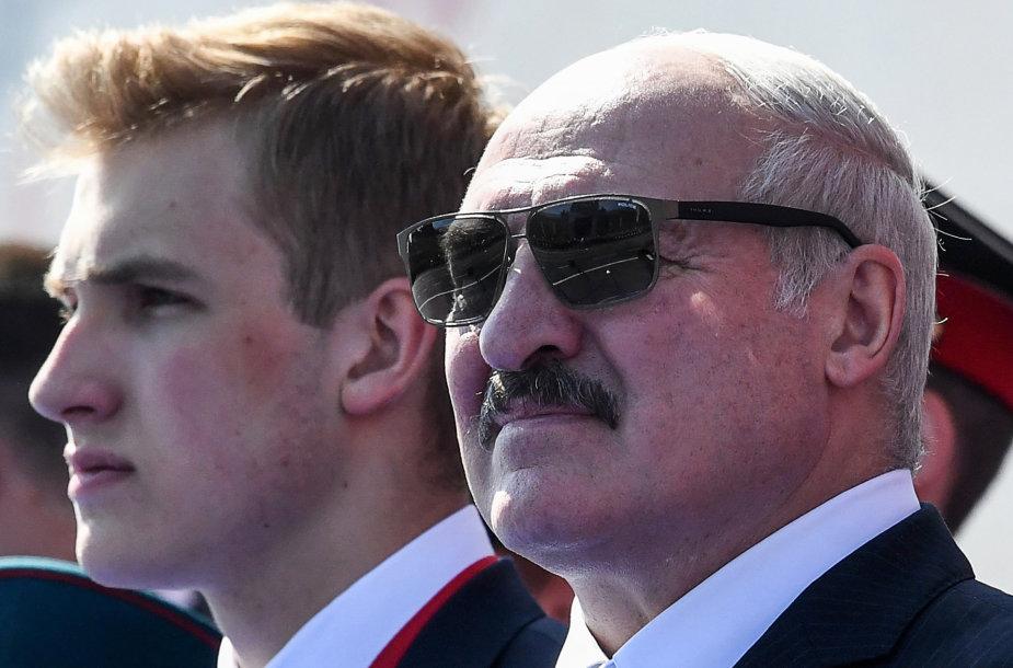 Aliaksandras Lukašenka su sūnumi Nikolajumi
