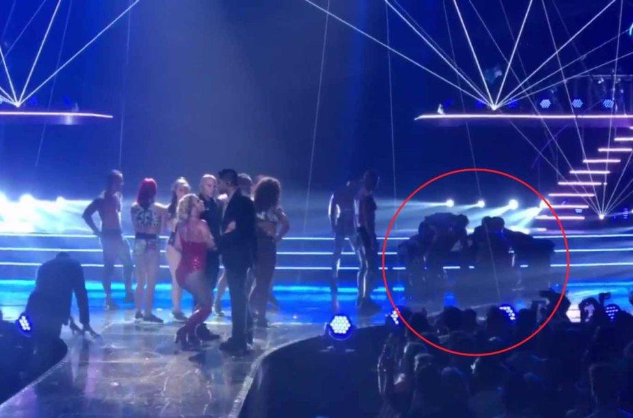 Per Britney Spears koncertą ginkluotas vyras įsiveržė ant scenos