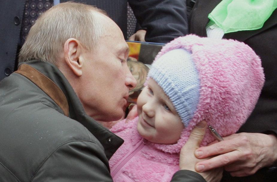 Vladimiras Putinas nori didesnio gimstamumo Rusijoje