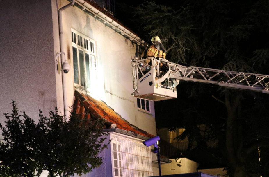 Turkijos ambasada Danijoje apmėtyta padegamosiomis bombomis