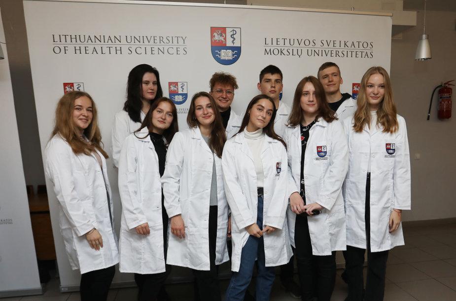 LSMU medicinos pirmakursiai tapo gydytojų bendruomenės nariais