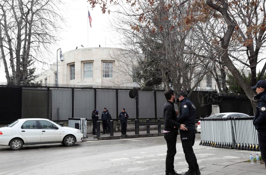 Policija prie JAV ambasados Ankaroje