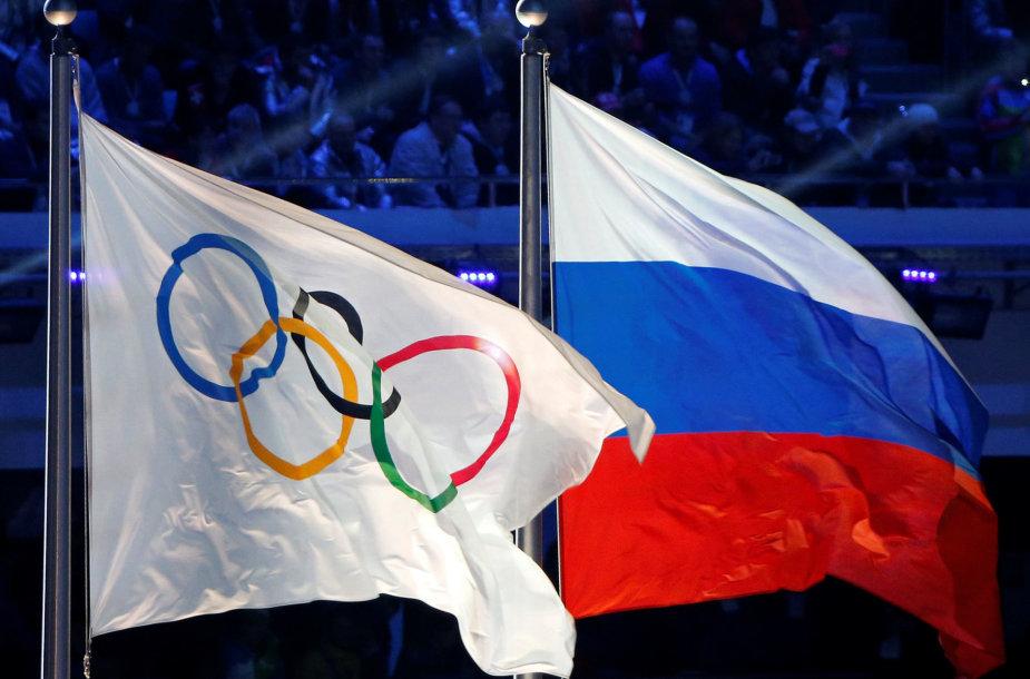 Rusijos ir olimpinė vėliavos Sočio žaidynių uždaryme