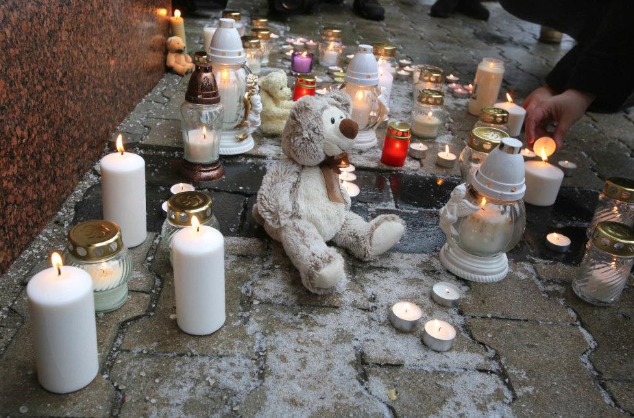 """Akcijos """"Žvakė už kiekvieną vaiką"""" akimirka"""