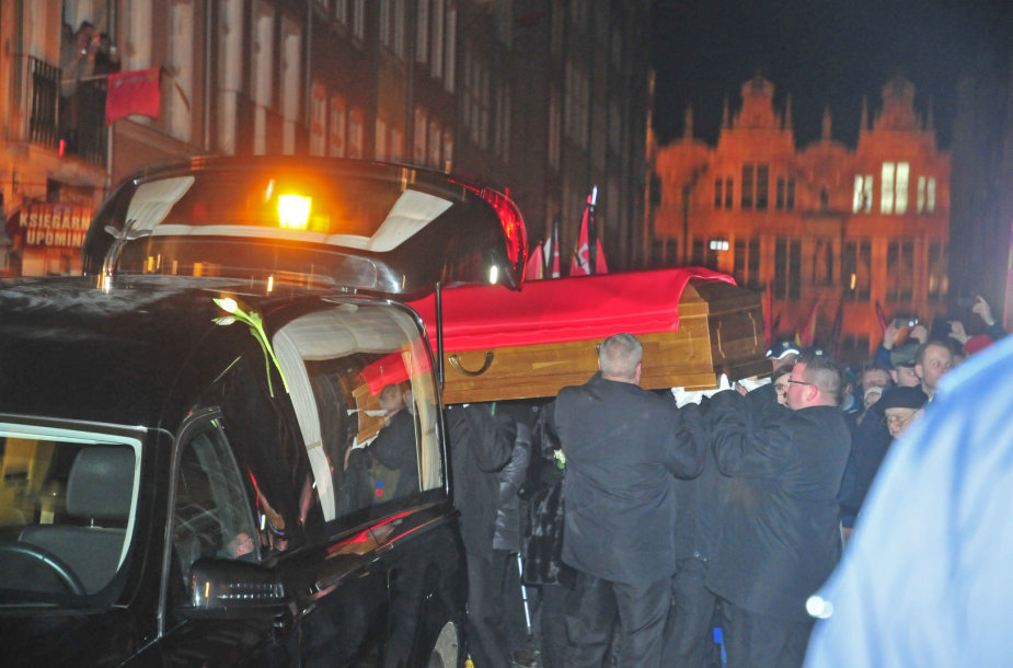 Pawelo Adamowicziaus palaikai pervežti į Gdansko Šv. Mergelės Marijos baziliką