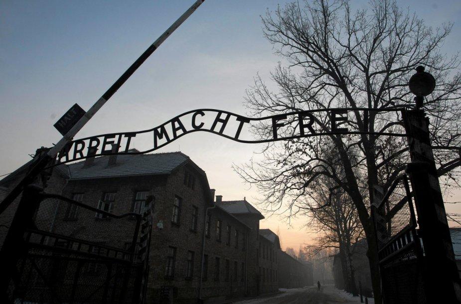 Aušvice praėjus 72 metams po išvadavimo apsilankė buvę kaliniai