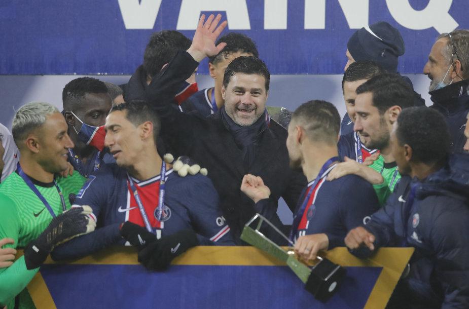 Mauricio Pochettino PSG žaidėjų apsuptyje