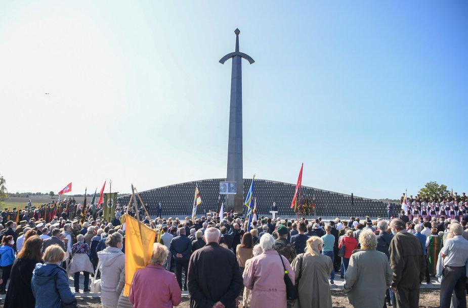 Prezidentas dalyvavo atidengiant memorialą Lietuvos partizanams