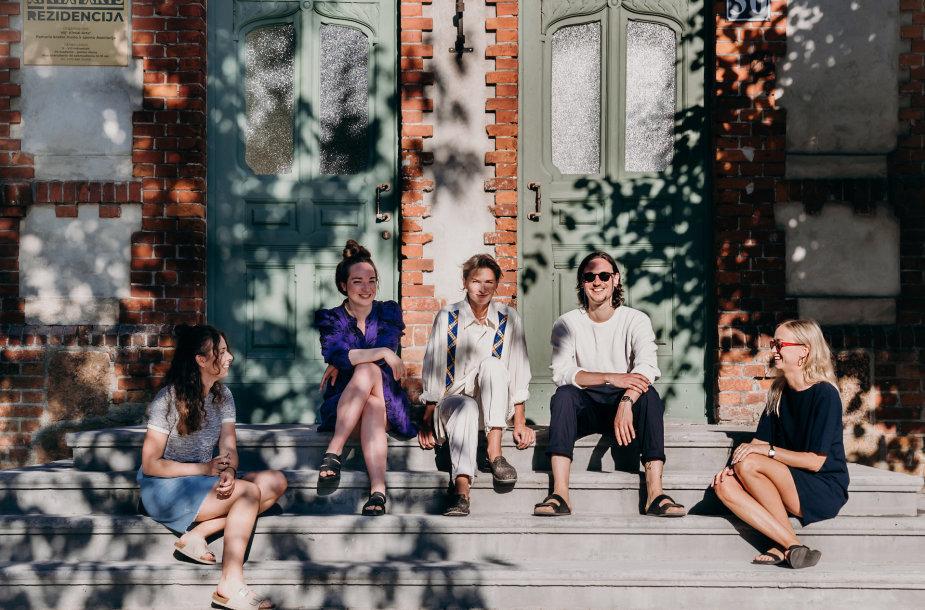 """""""Baltic Shorts Residency"""" 2021 rezidentai su organizatoriais"""