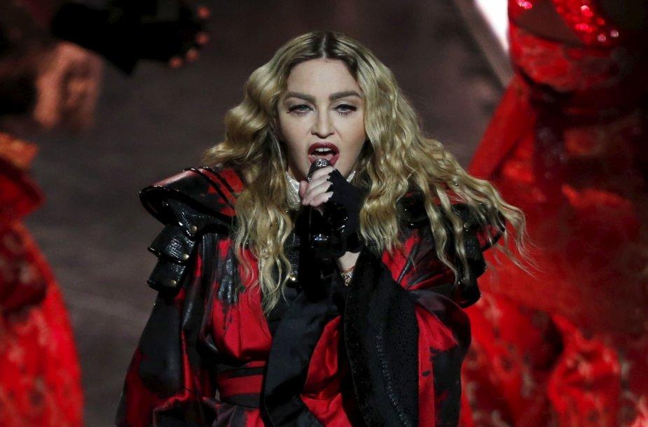 1 vieta: dainininkė Madonna – 910 mln. JAV dolerių