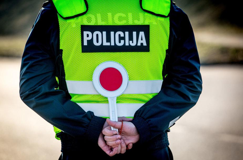Sekmadienio ryto kelių policijos reidas Žvalgų gatvėje