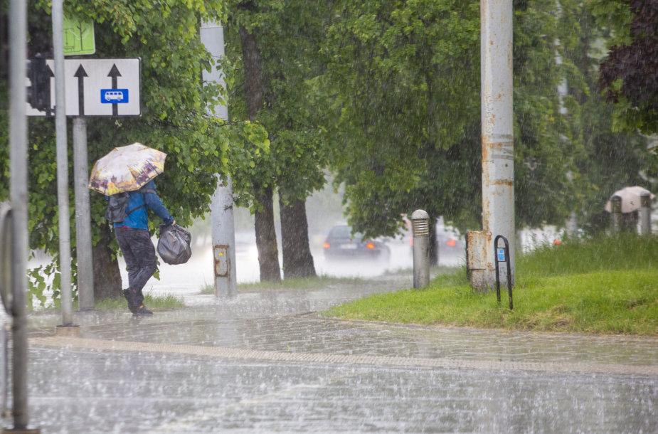 Stiprus lietus Vilniaus mieste
