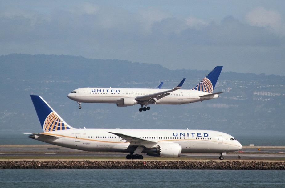 """""""United Airlines"""" tenka rūpintis dėl smūgio kompanijos reputacijai"""