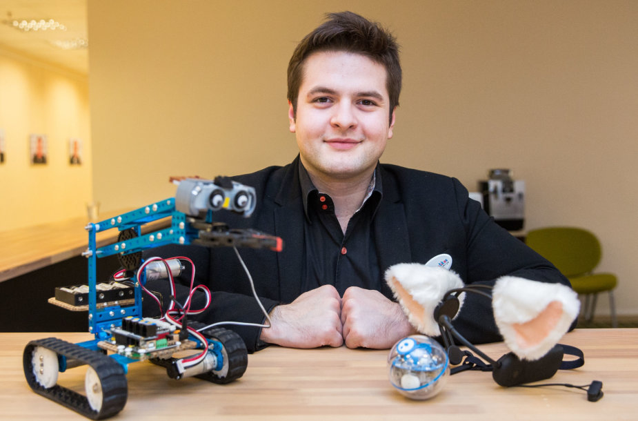 """15min studijoje  – """"Robotiados"""" vadovas Kristijonas Vasiliauskas"""
