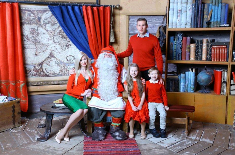 Inga Stumbrienė su vyru Aivaru ir vaikais Estela ir Gabrieliumi
