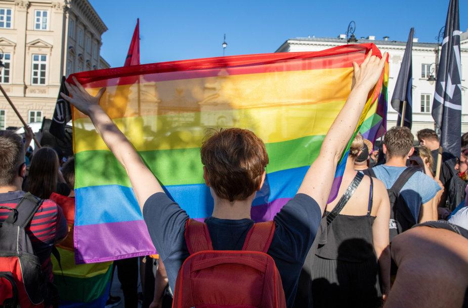 Varšuvoje įvyko konkuruojantys mitingai dėl LGBT teisių