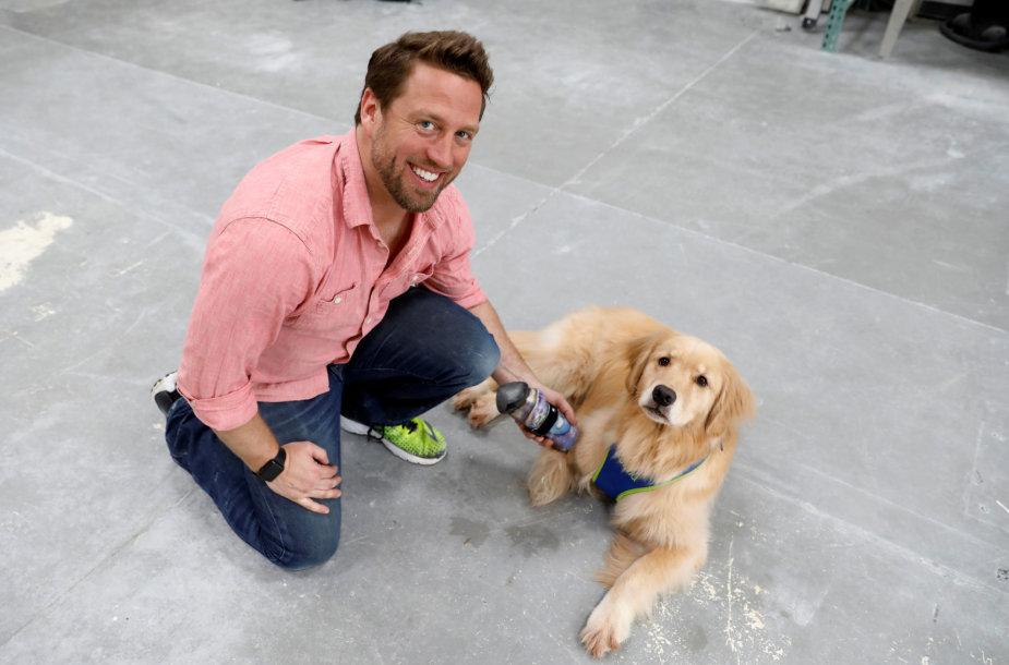 Ortopedas protezuotojas Derrickas Campana gamina protezus gyvūnams