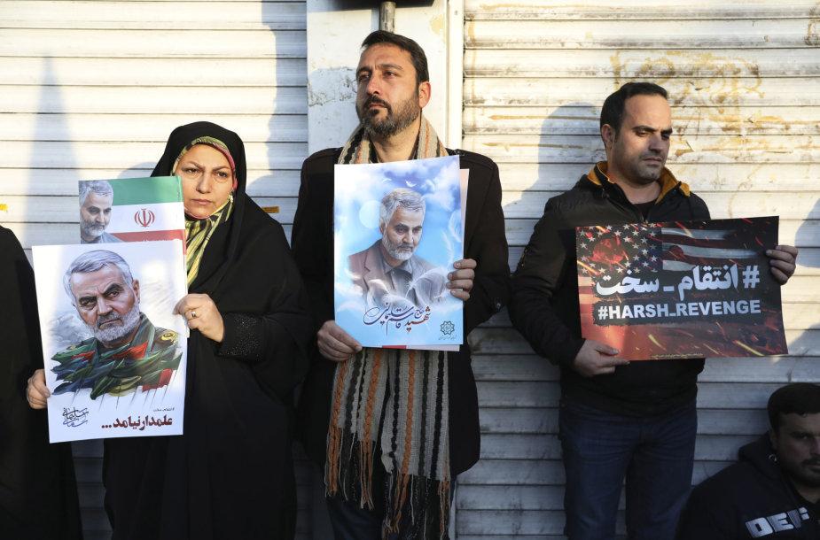 Teherano gatves užplūdo minios dėl generolo Q.Soleimani žūties liūdinčių žmonių
