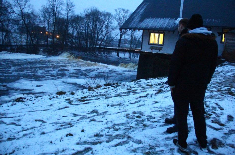 Paieškos upėje
