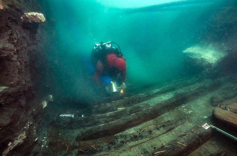 Thônis-Heracleion mieste rasti laidojimo kompleksai ir karinis laivas