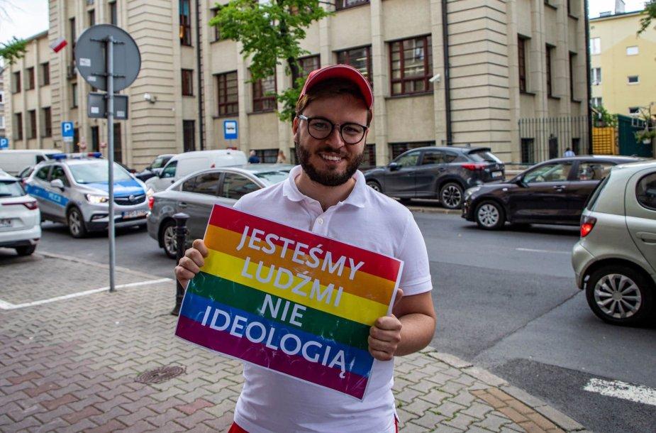 Bartas Staszewskis  – LGBT teisių aktyvistas Lenkijoje