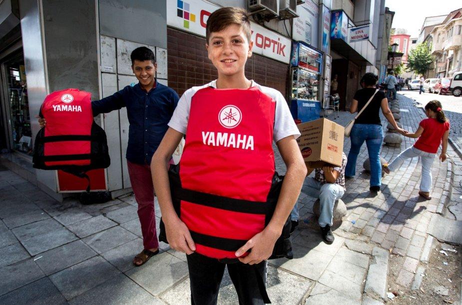 Izmire Turkijoje klesti prekyba gelbėjimosi liemenėmis ir kitomis prekėmis pabėgėliams