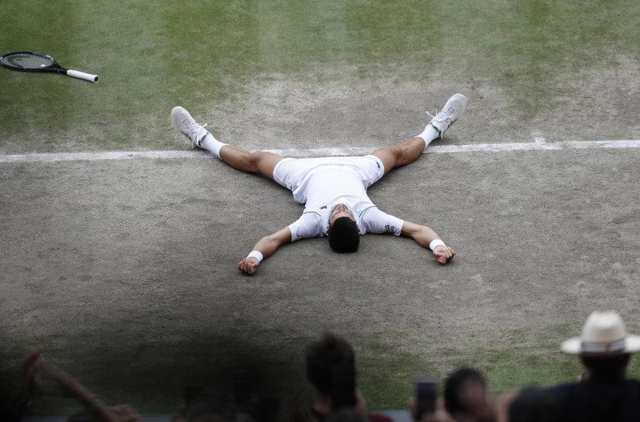 Novakas Džokovičius iškovojo Vimbldono čempiono titulą.