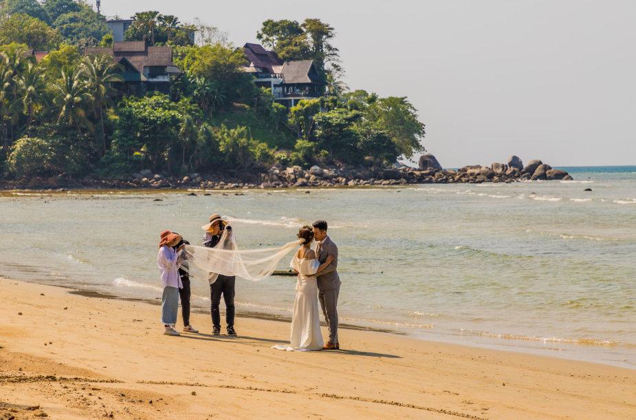 Romantiškos vestuvės užsienyje: kodėl tai populiarėja ir kiek kainuoja